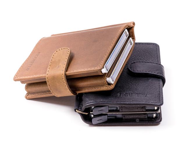 Lederen Figuretta cardprotector met dubbele aluminium behuizing. Uitgevoerd met handige clip voor papiergeld. Extra ruimte voor o.a. bonnetjes.